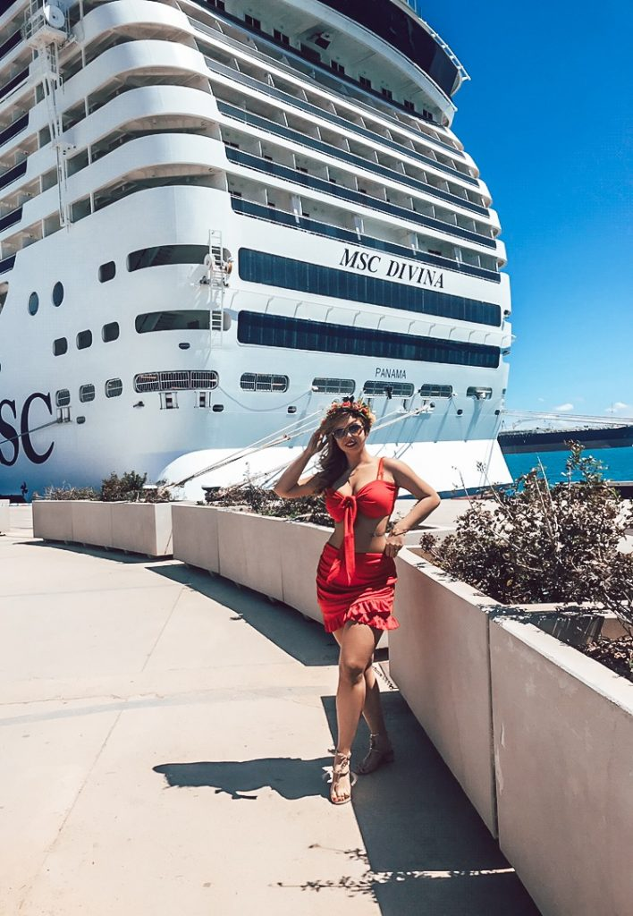 Luxury cruise blog represented by polish cruise blogger shows Msc Divina cruise ship in port of Palma de Mallorca during a Mediterranean Cruise