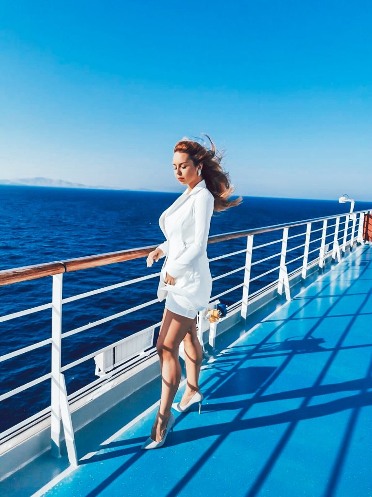 Ultimate Dresscode on a cruise ship Guide. Going on a cruise, but don't know what to wear or what to pack? Cruise tips regarding dresscode on a cruise ship. Dresscode on a cruise ship what to wear on a cruise Cruise Outfits Inspiration Cruise Outfit Inspiration