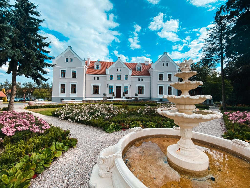 View of the Palace - Best luxury retreat in Masuria | Pałac Mortęgi | Mortęgi Palace | Best SPA resort in Poland